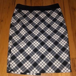 NWT The Limited Plaid pencil skirt- size 4